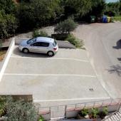 apartmaji-irena-otok-krk-parkirisce