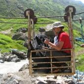 Lunapark v Himalaji, kjer je vožnja gratis, glava pa se nehote sprašuje ali bom res prišel čez podivjano reko pod mano