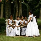 dekleta-v-parku