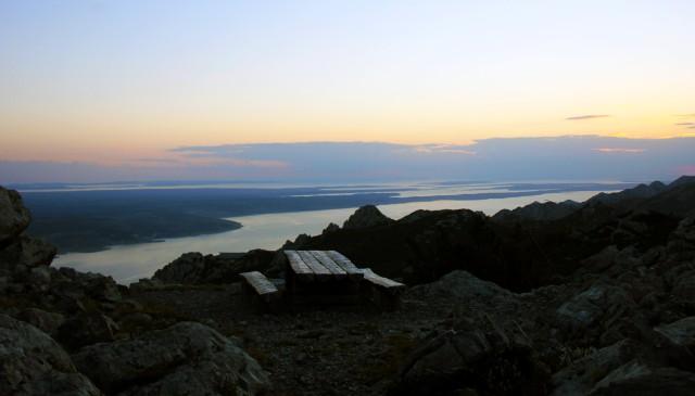 Čudovit razgled iz vrha sv. Ivana na jadransko morje in okoliško hribovje