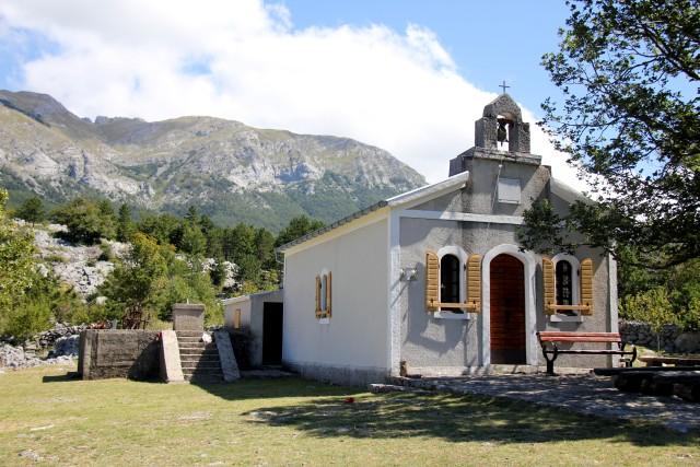 Eno od znamenitosti predstavlja tudi ta cerkvica ki krasi veliko Rujno